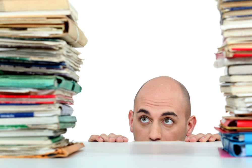 homem procrastinando
