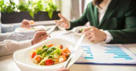 Saiba o que dizer no almoço com o chefe / Foto: Depositphotos
