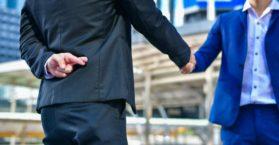 Veja como identificar um colega de trabalho falso / Foto: Depositphotos